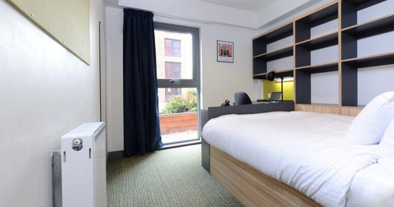 غرفة نوم في سكن الطلاب