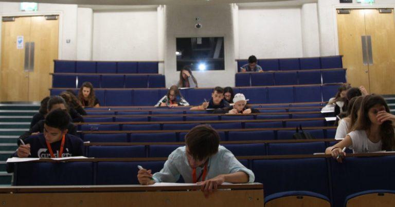 Pre-Uni students in lecture theatre