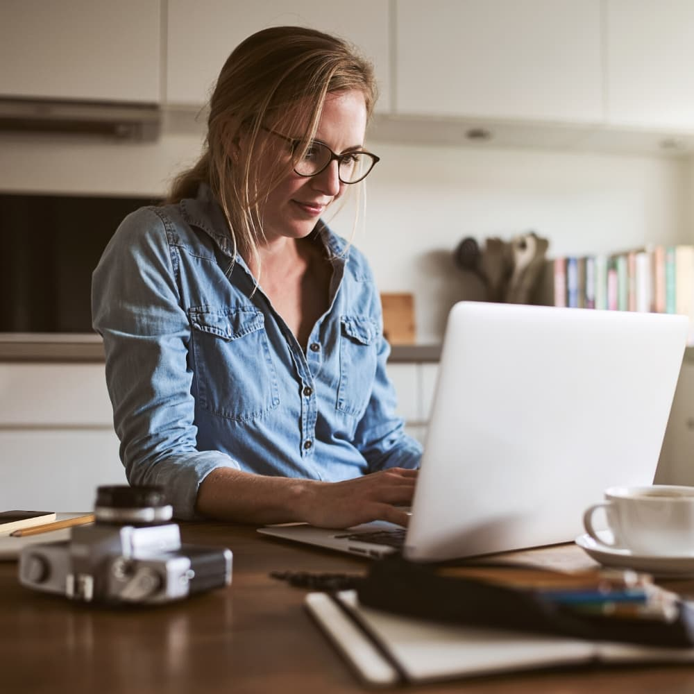 woman in blue shirt working online- virtual internships