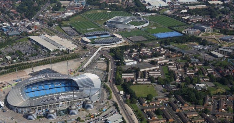 Vista aérea da Manchester City Academy e do estádio Etihad