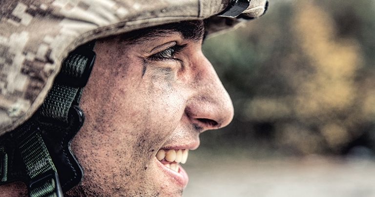 Soldado em uniforme