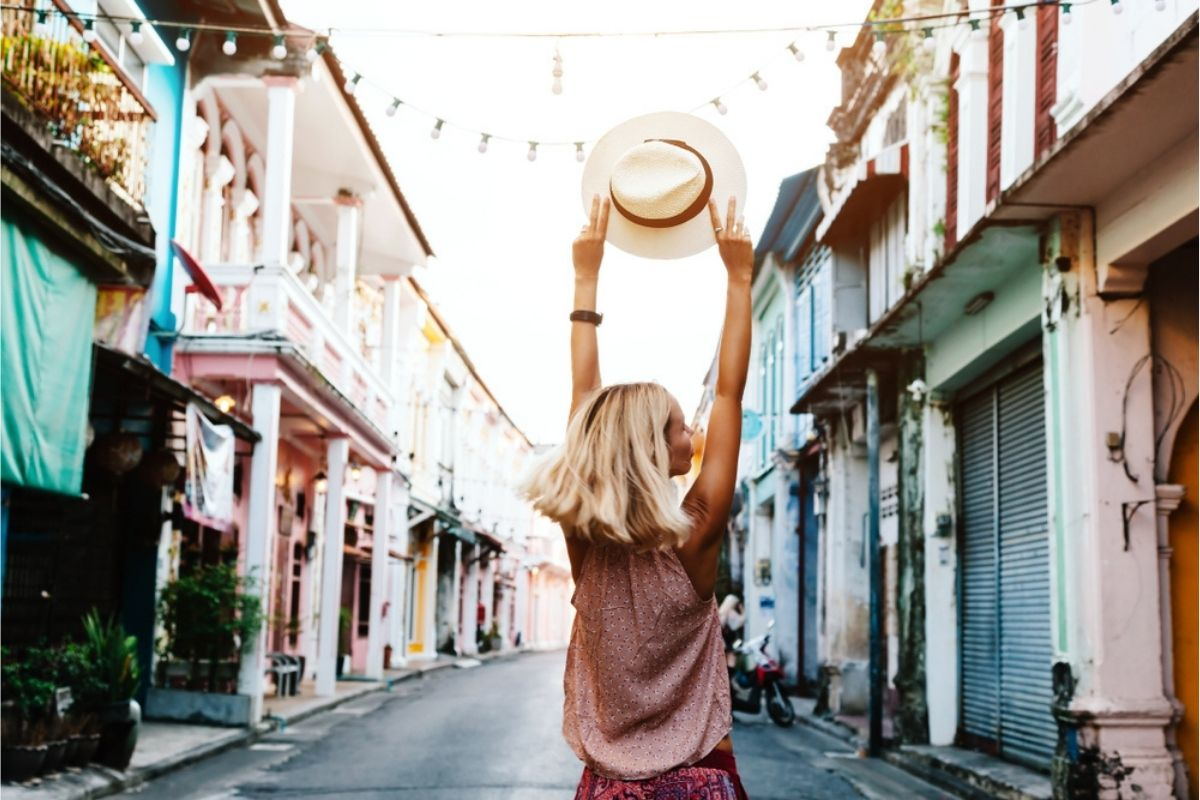 Girl travels the world with TEFL course qualification
