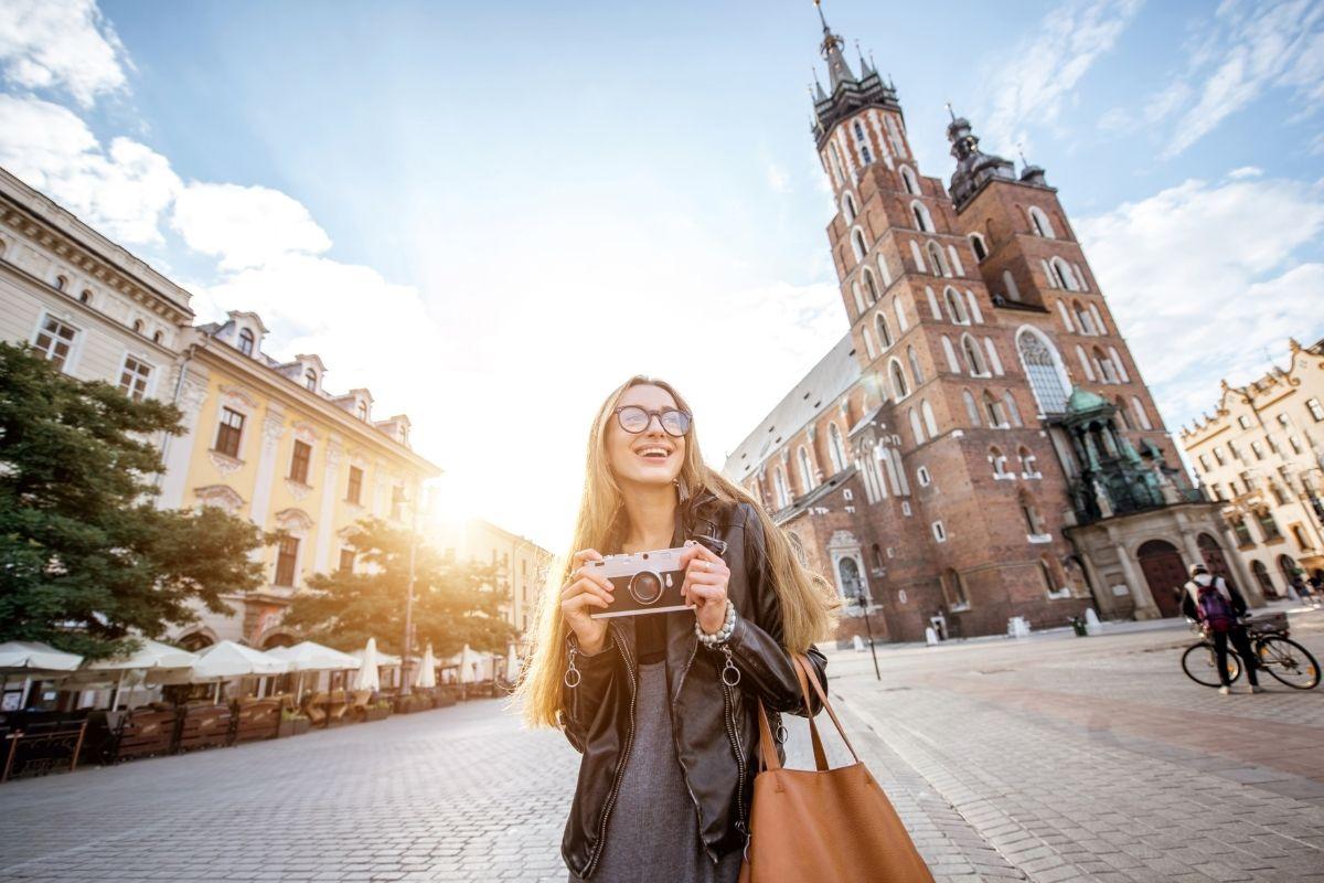 Girl explores city with a TEFL course