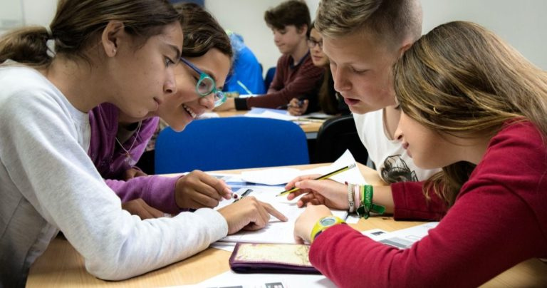 Estudantes da BSC Edimburgo em sala de aula