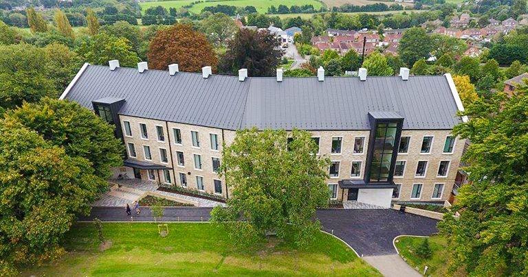 vista aérea do exterior do Wycliffe College