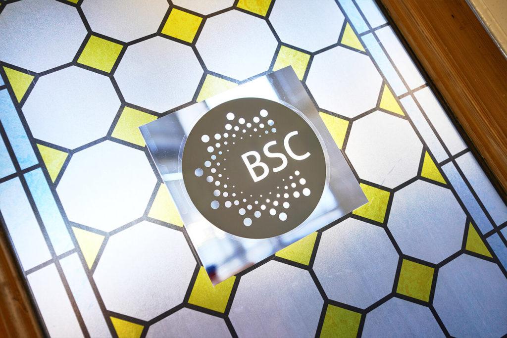 Janela decorativa na BSC Brighton