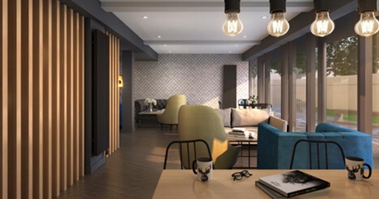 Студенческое жилое помещение со стульями и столом