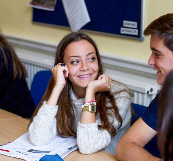 Ученики школы BSC, Эдинбург, в классе